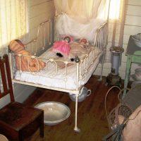 Cottage Bedroom -Childers Historical Complex